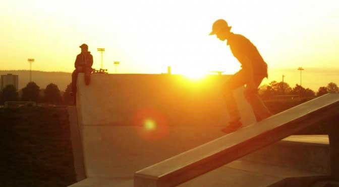 Screenshot av 2Seasons skatenight video